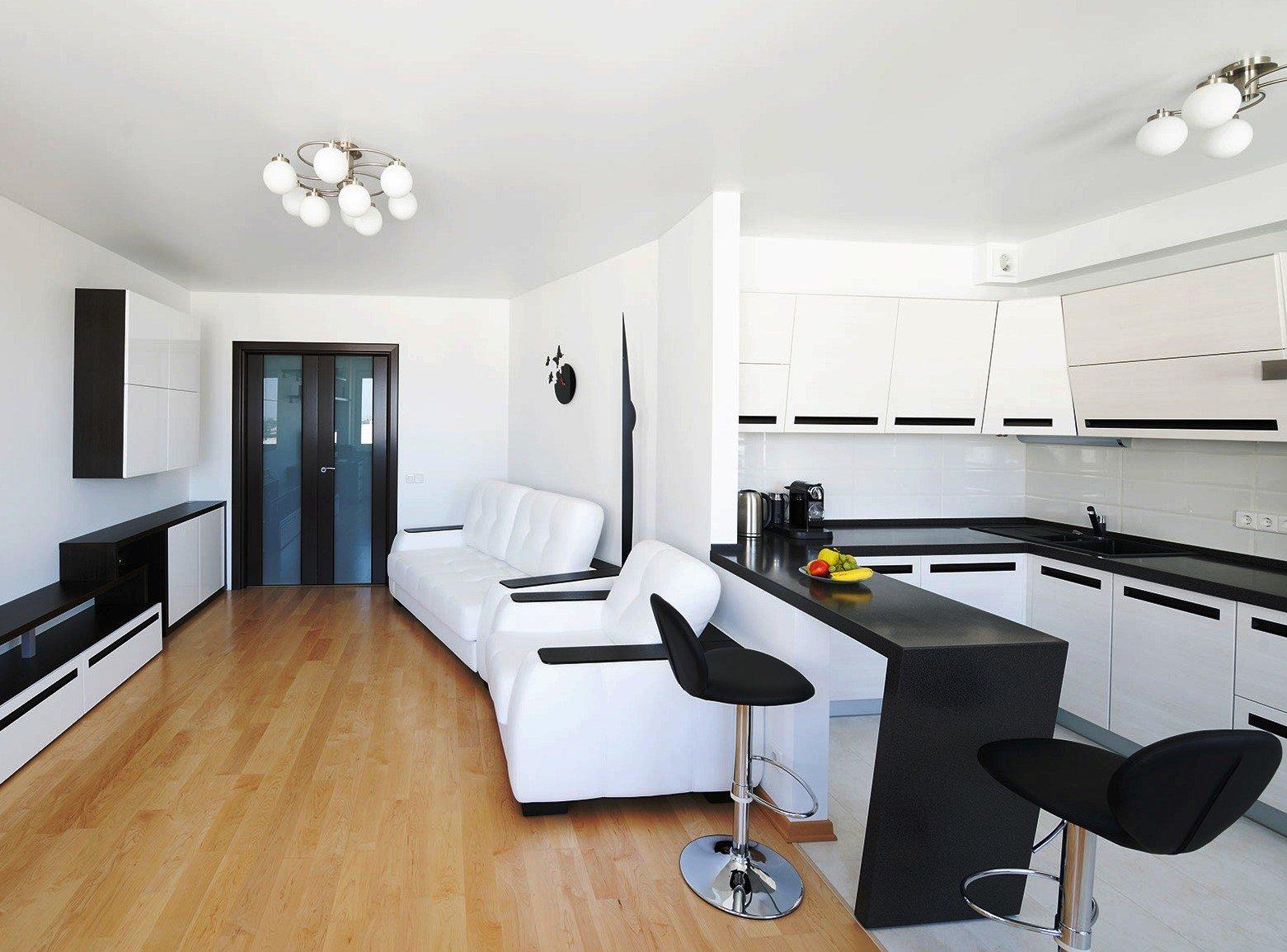 Черно белый интерьер зала