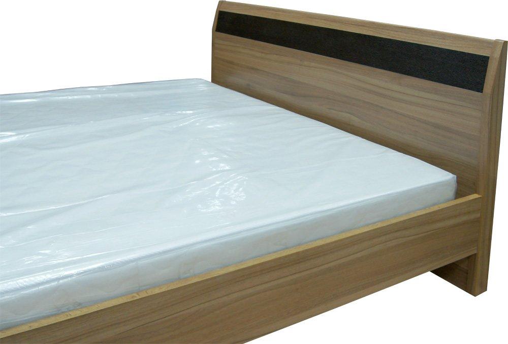 спинки кровати выступают в качестве опорной конструкции