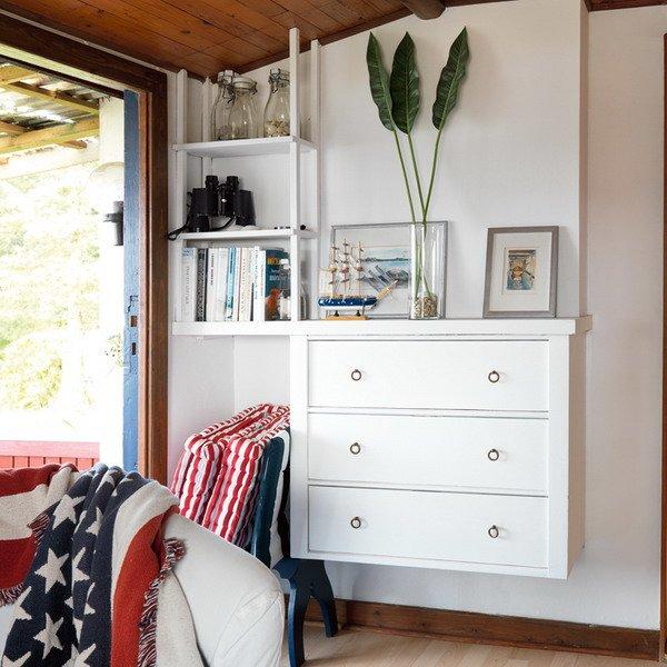 цвет подвесной мебели совпадает или чуть светлее покрытия стены