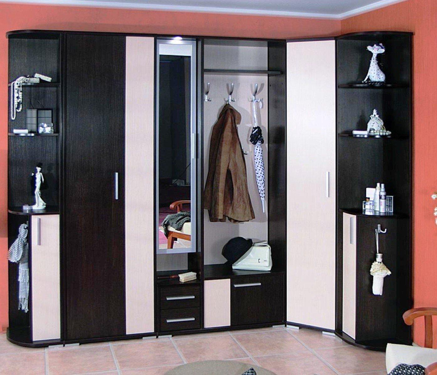сочетание открытых и закрытых элементов шкафа для прихожей
