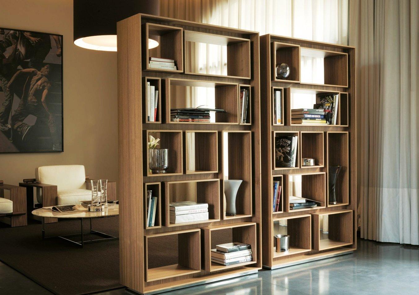 мобильная библиотека в современной гостиной