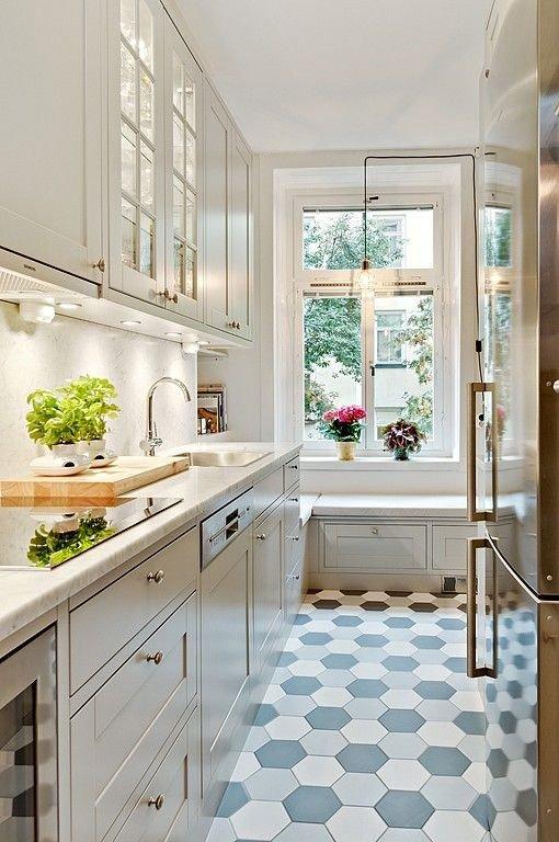 кухонный гарнитур вдоль одной стены