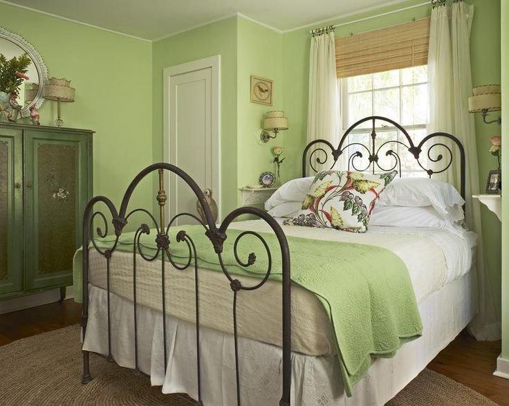Изящная кованая кровать