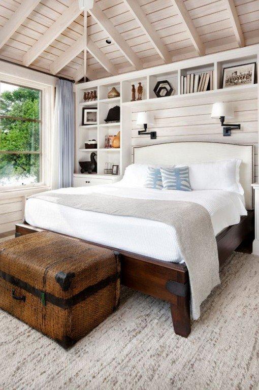 Компактный стеллаж в спальне