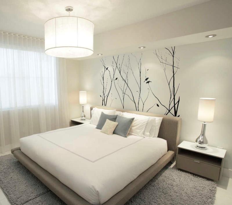 Маленькая спальня в светлых оттенках