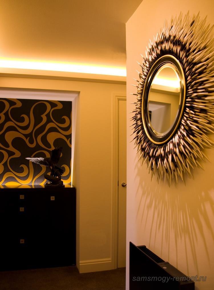 Красивое стильное зеркало для маленькой прихожей