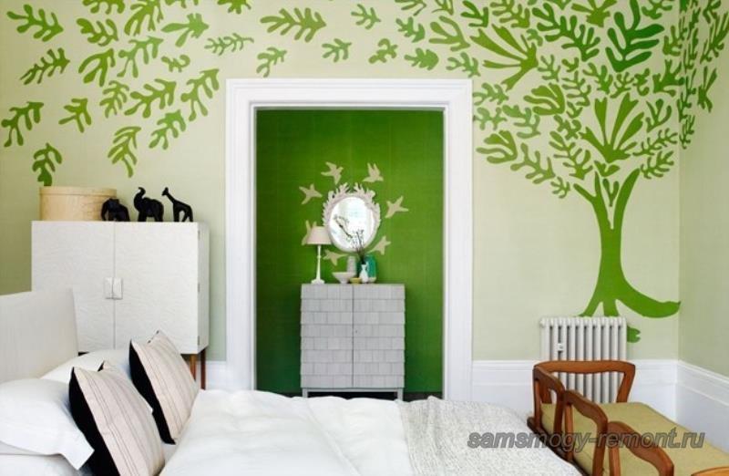 Комбинирование цвета обоев на боковой акцентной стене спальни