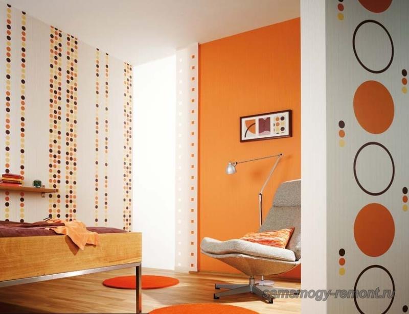 Вариант применения комбинированных обоев в оформлении зоны спальни