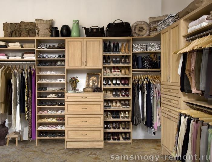 Стеллаж галошница в гардеробной