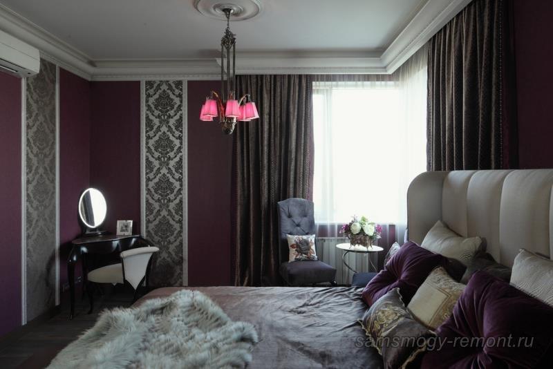 Элегантность стиля спальни подчеркивают комбинированные обои