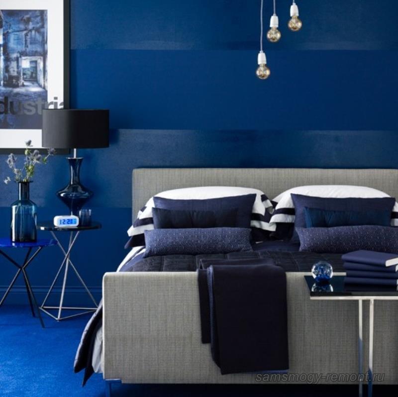 Вариант горизонтального комбинирования обоев в спальне