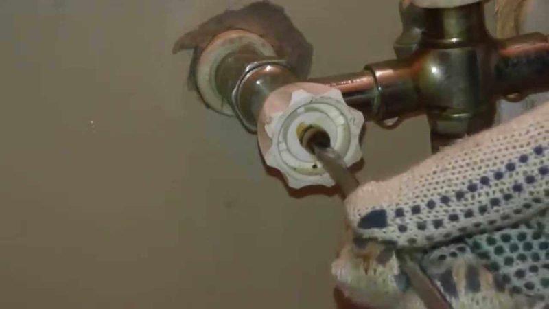 демонтаж старого смесителя