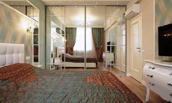 зеркальные поверхности в комнате